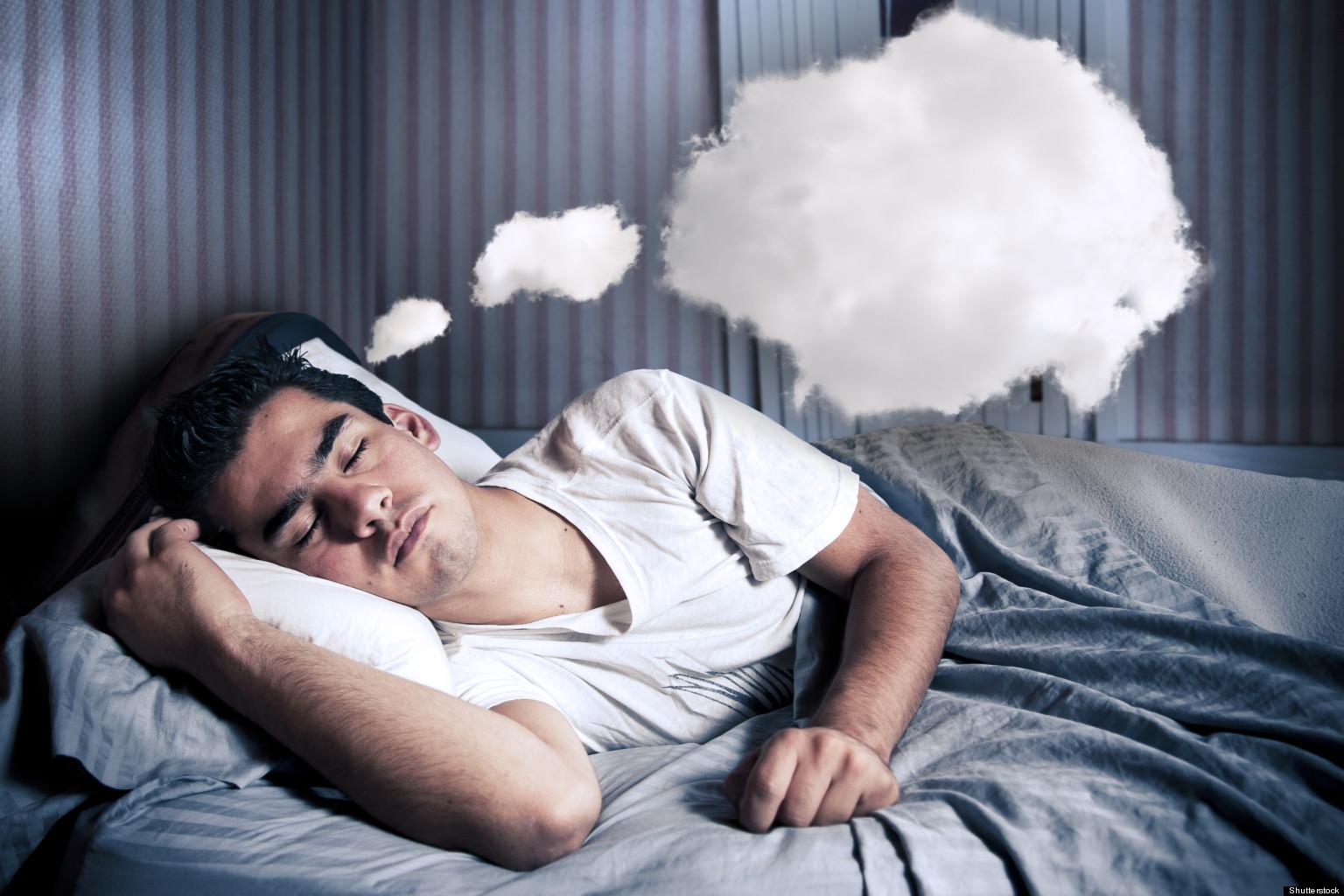 Ученые рассказали, чем опасен долгий сон на выходных