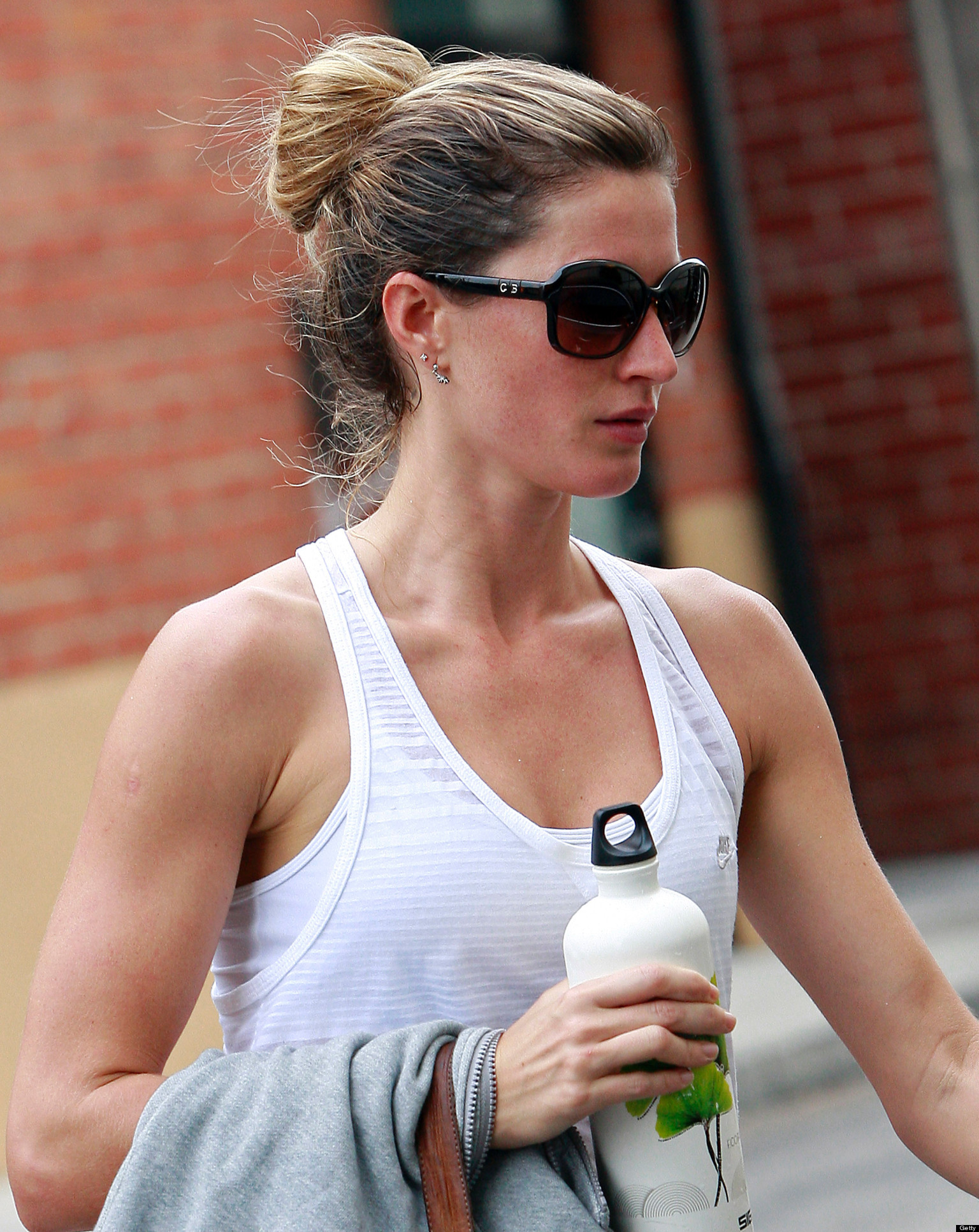 Gisele Bundchen's Baby Girl Is The Perfect Yoga Partner ... Gisele Bundchen Facebook