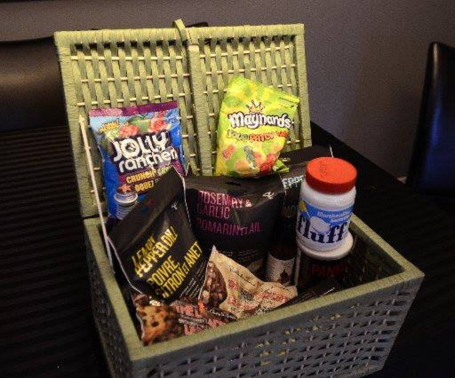 Wedding Gift Basket Uk : Wedding Hamper Sparks Furious Row As Bride Complains About Cheap ...