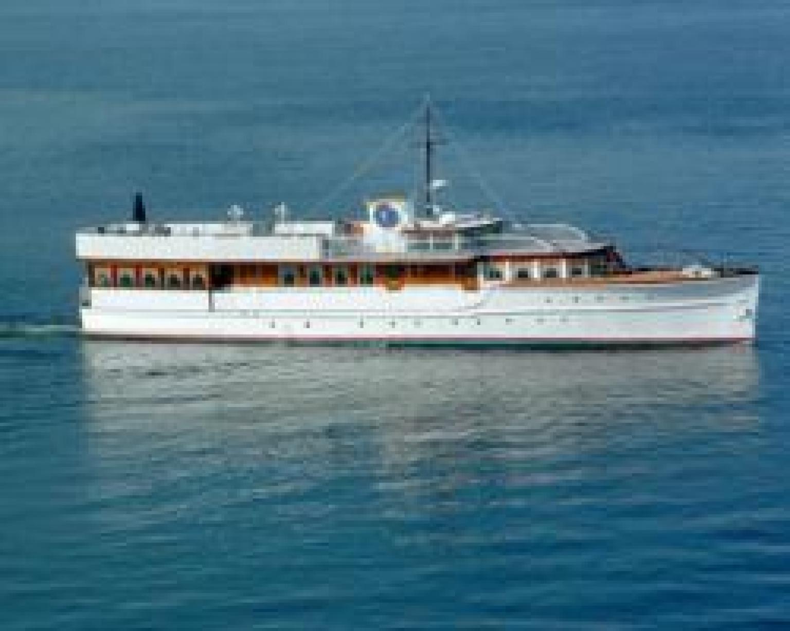 Jfk Presidential Yacht 39 Honey Fitz 39 Hosts 1 000 A Head