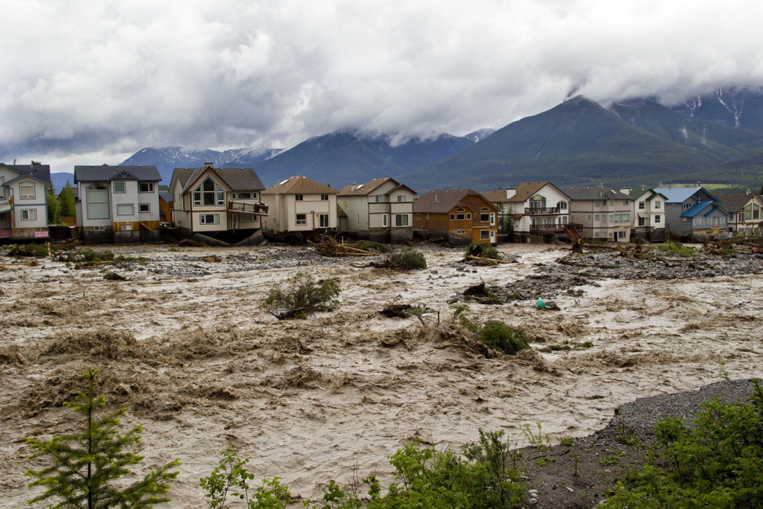 Canmore (AB) Canada  city photo : Alberta Flooding Aftermath Still Messy A Week After Destructive Flood ...