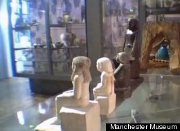 egyptian statue moves on its own