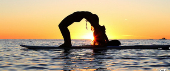 SUP yoga: la pratica si sposta sulla tavola da surf, ecco come ...