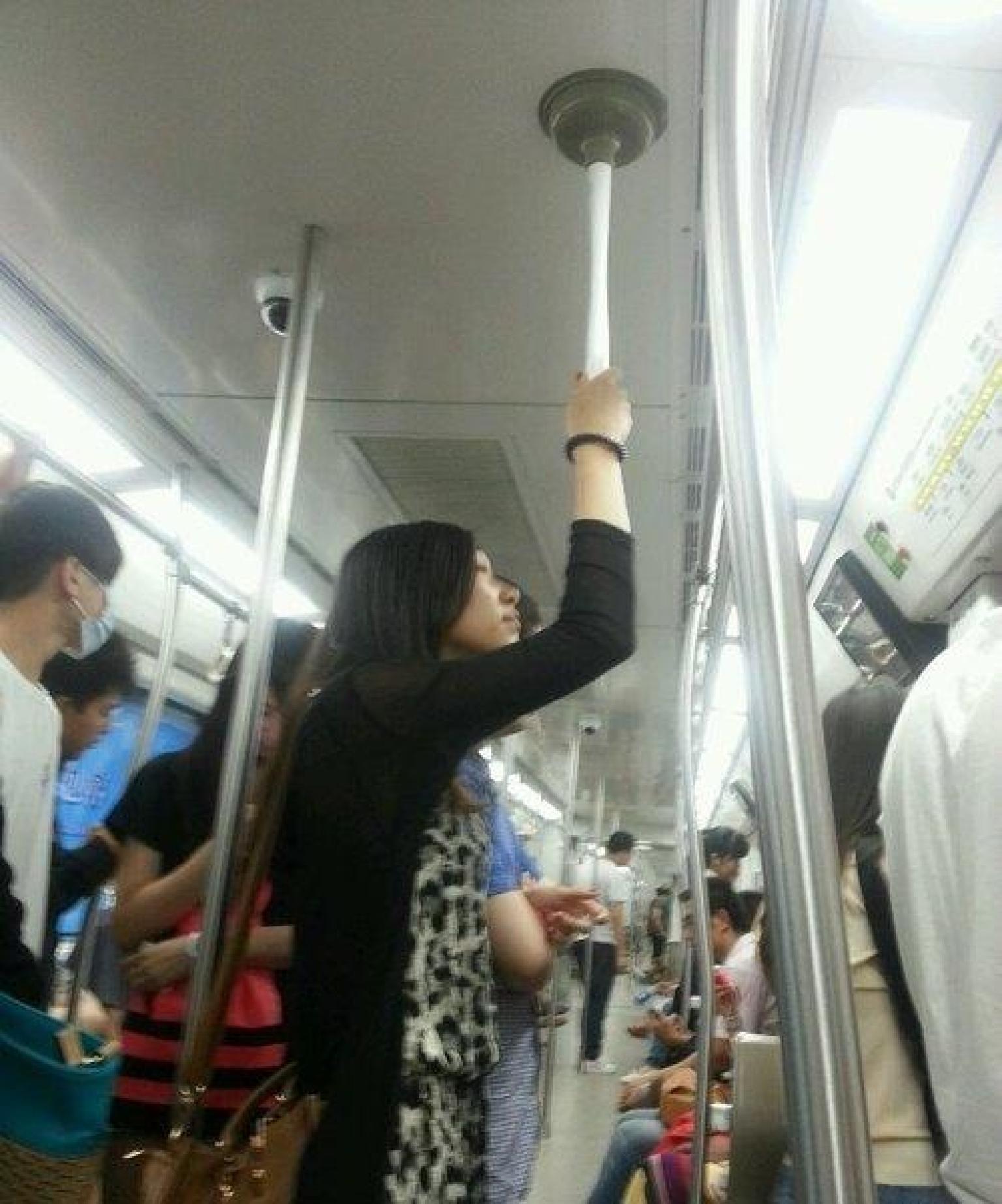 Анекдот про попа в поезде свекор тому
