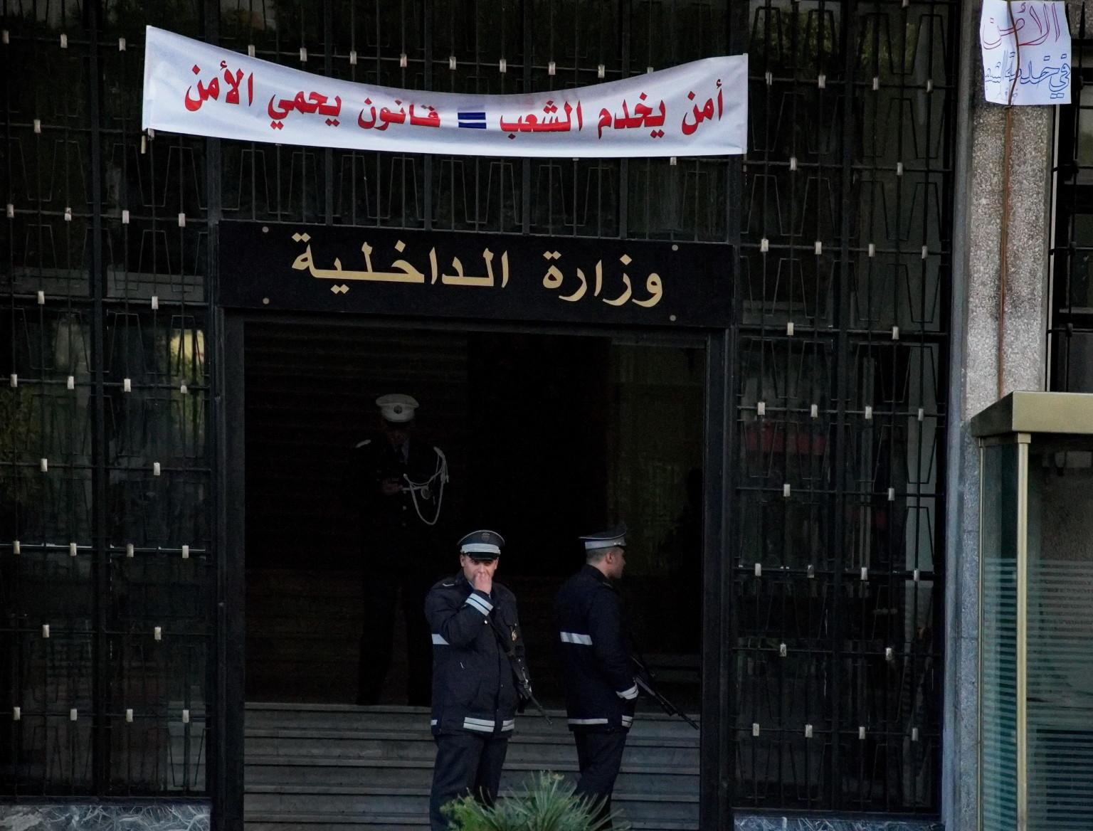 Le minist re de l 39 int rieur tunisien en musique vid os for Ministere exterieur tunisie