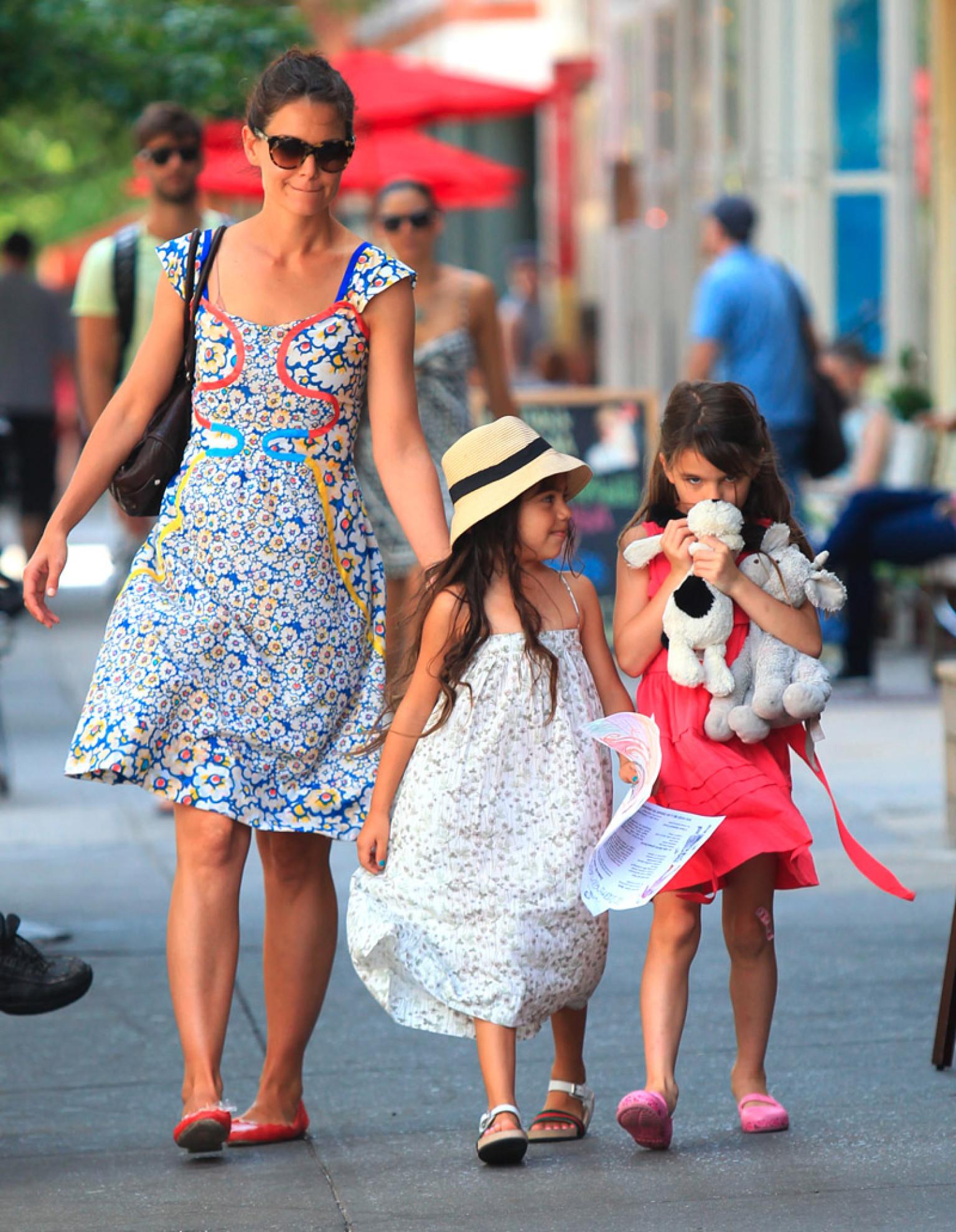 Suri Cruise, Katie Holmes Head To New York Park (PHOTO ... Katie Holmes Divorce