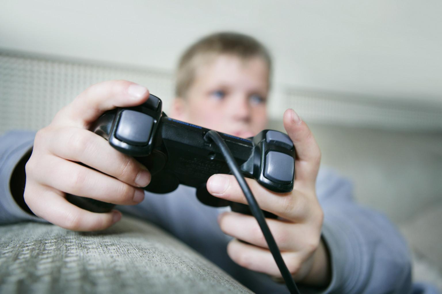 Guys Playing Vi... Girl Playing Video Games Tumblr