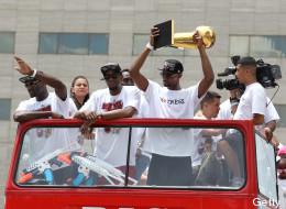 El desfile de los campeones (VIDEO)
