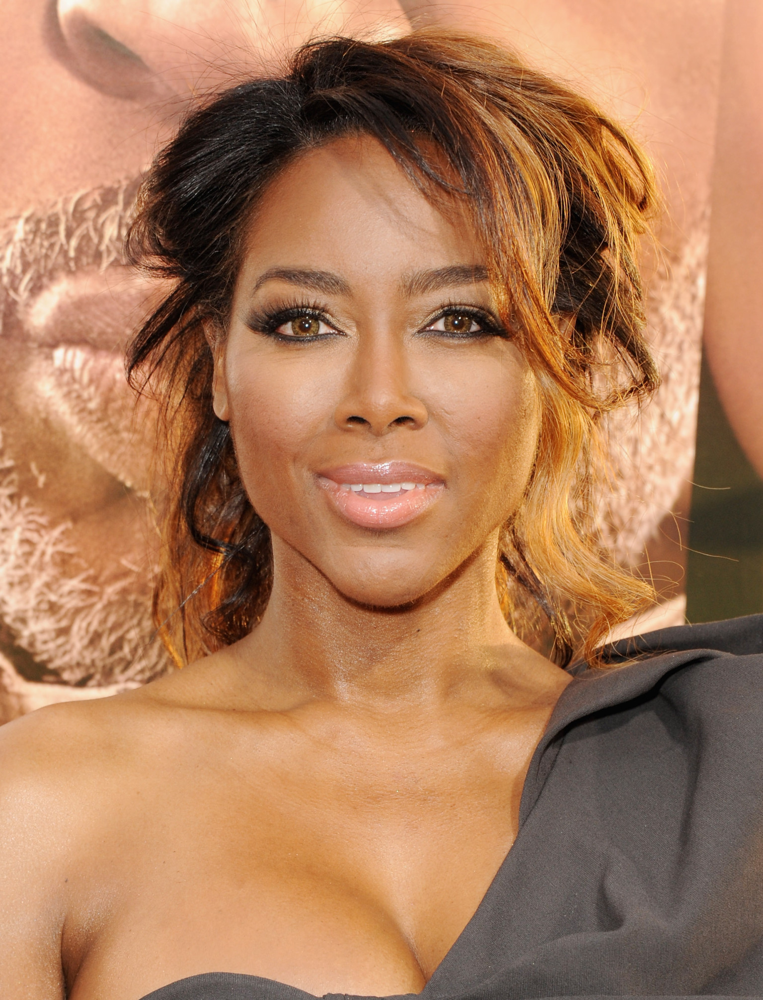 Kenya Moore Eviction Lawsuit: Reality Star Is Victim To ...