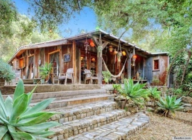 Celebrities with green homes jessica alba lisa ling and for Casas hippies