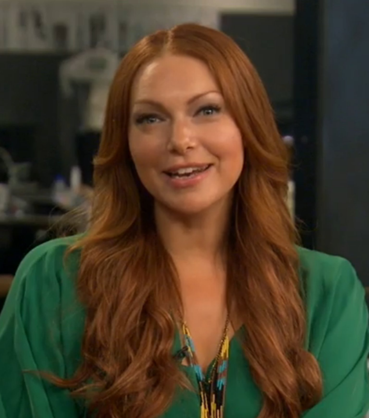 Laura prepon how wilmer valderrama ruined takes on 39 that 39 70s show 39 video huffpost - Laura nue ...