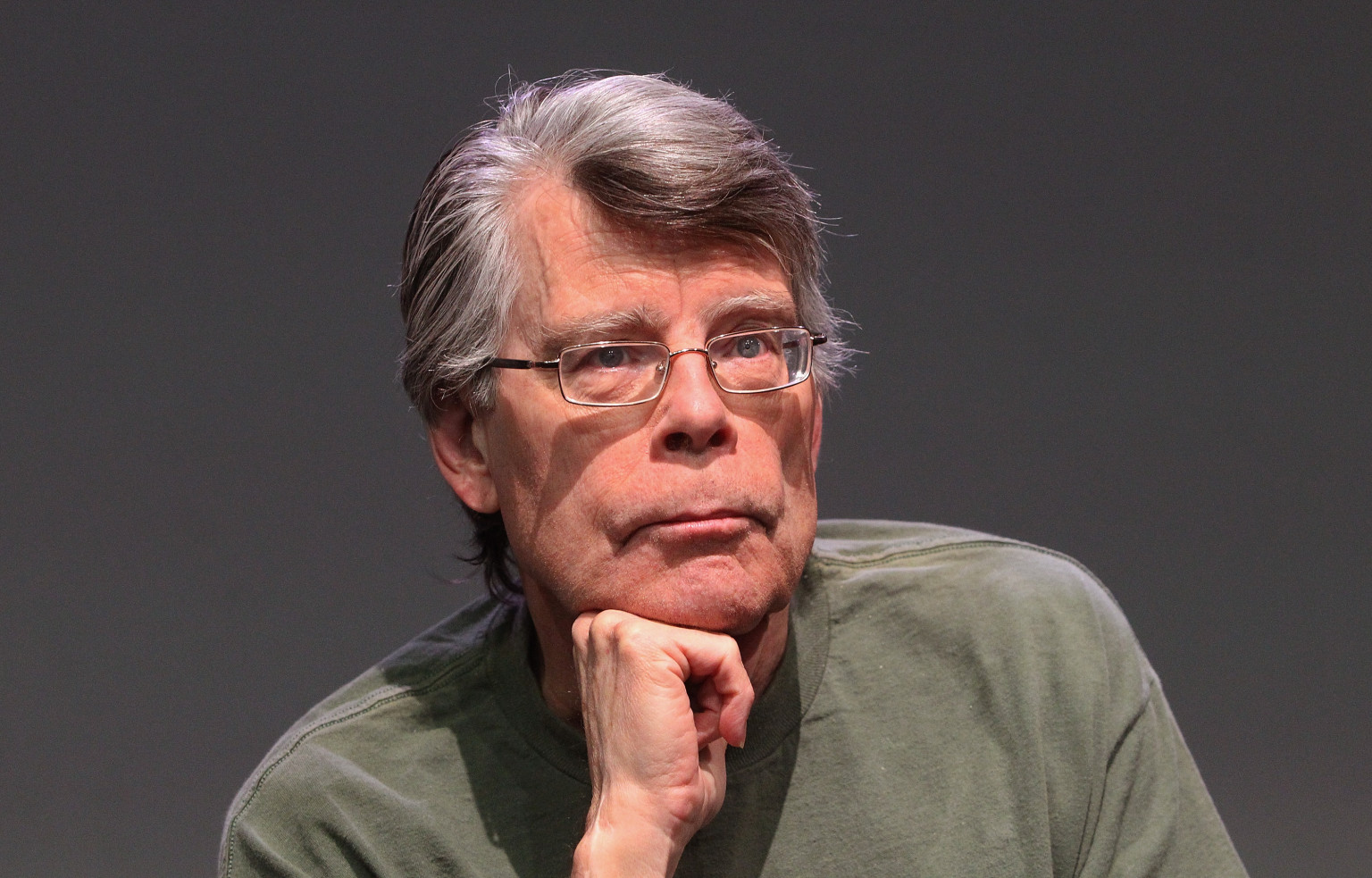 Stephen King earned a 45 million dollar salary, leaving the net worth at 400 million in 2017