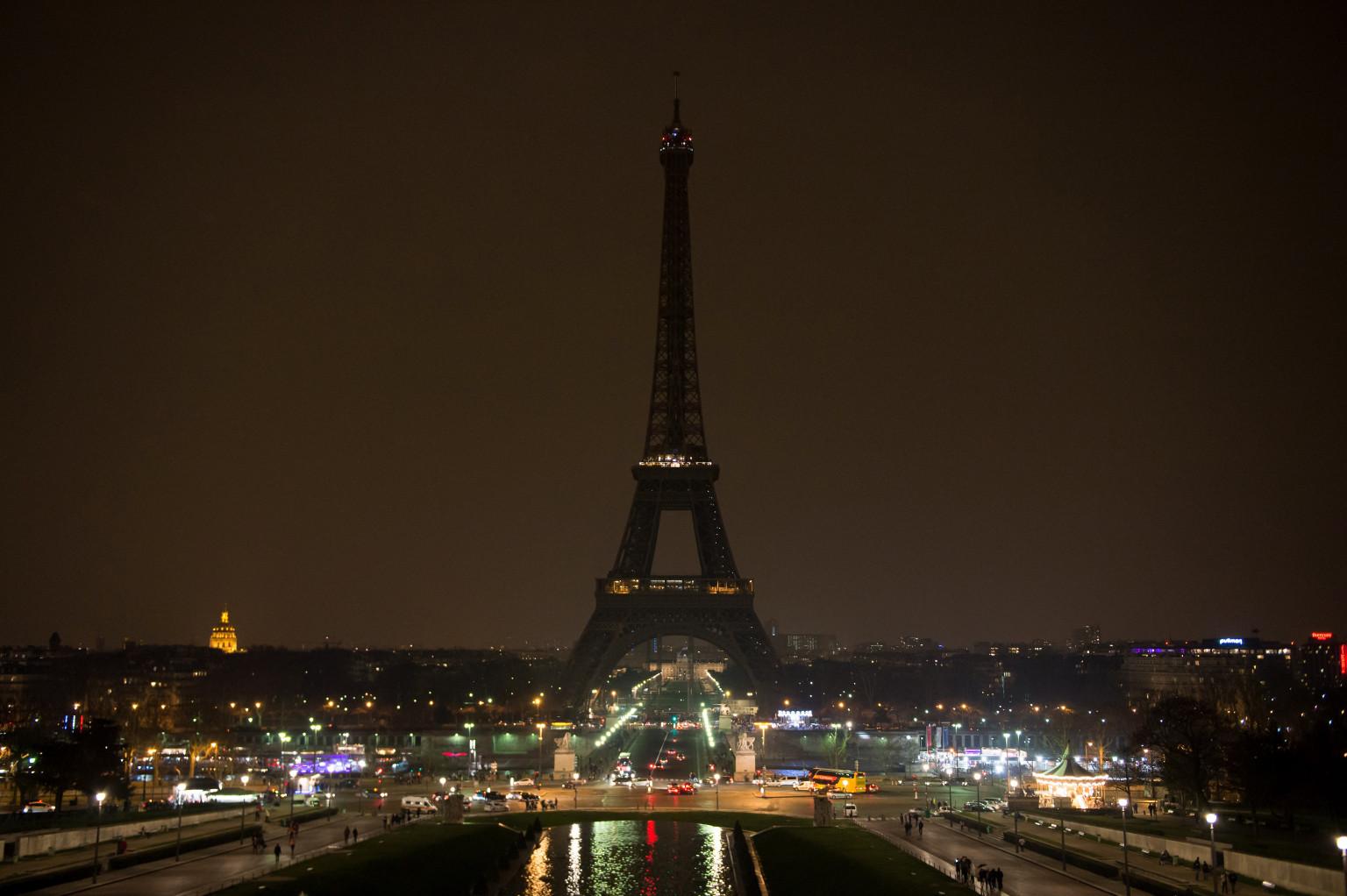 Paris illumination ban 39 city of light 39 begins turning off its lights - Illumination a paris ...
