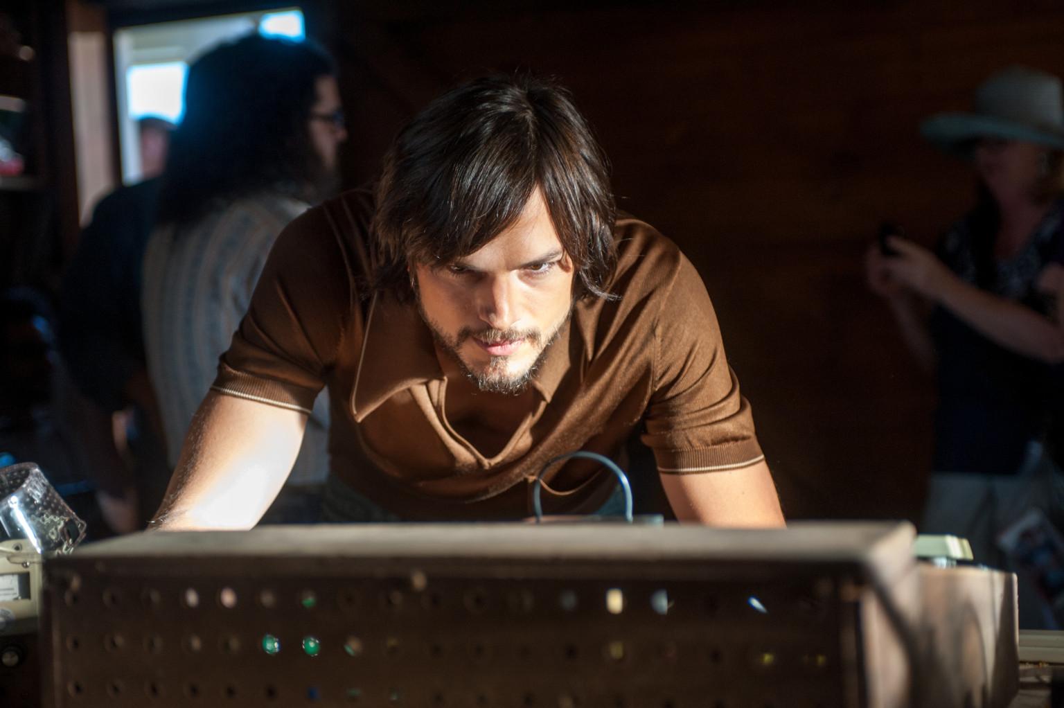 Ashton Kutcher As Steve Jobs: Actor Appears As Apple ...