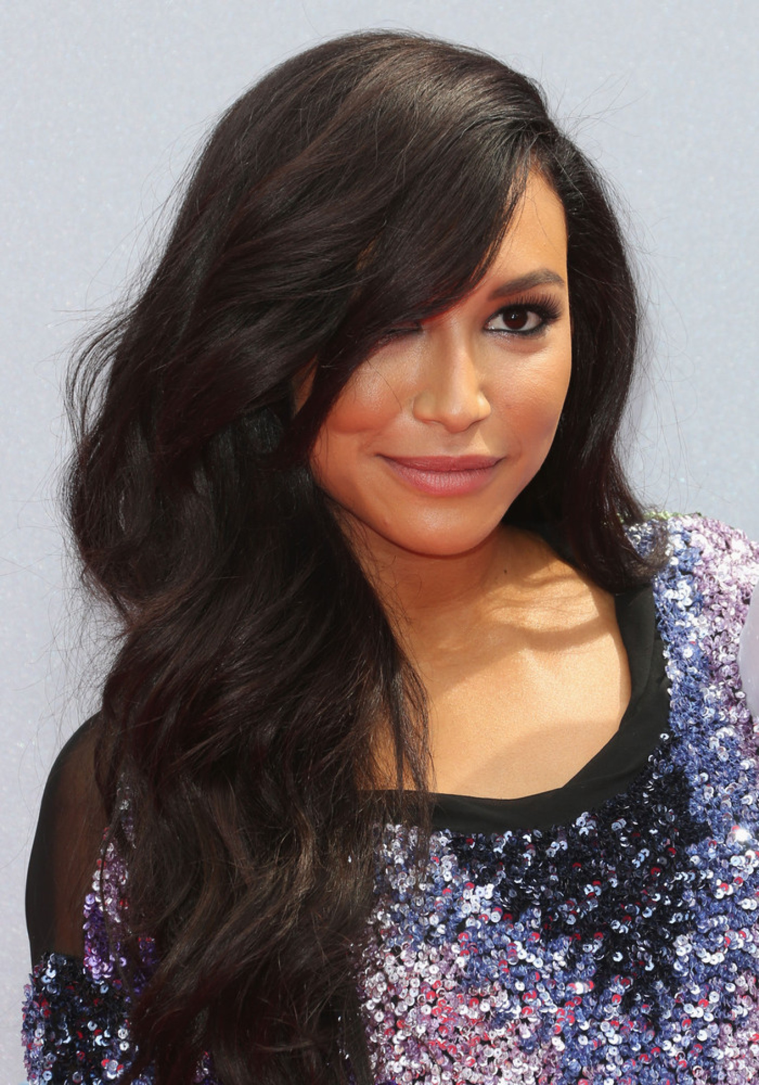 naya riveras bet awards dress shows off her toned legs