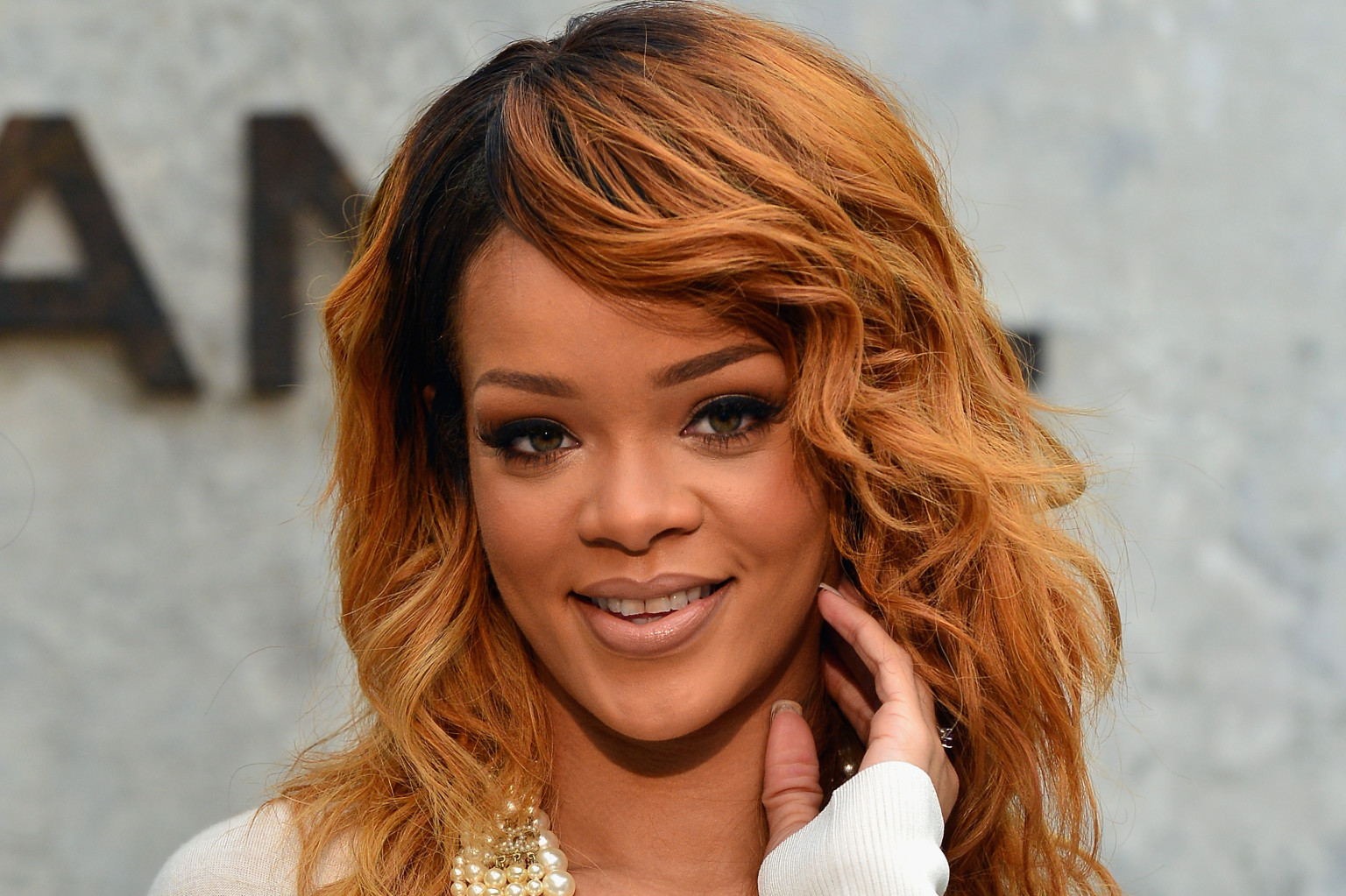 Rihanna Hairstyles: Rihanna Attends Chanel Show, Poses With Karl Lagerfeld, Is