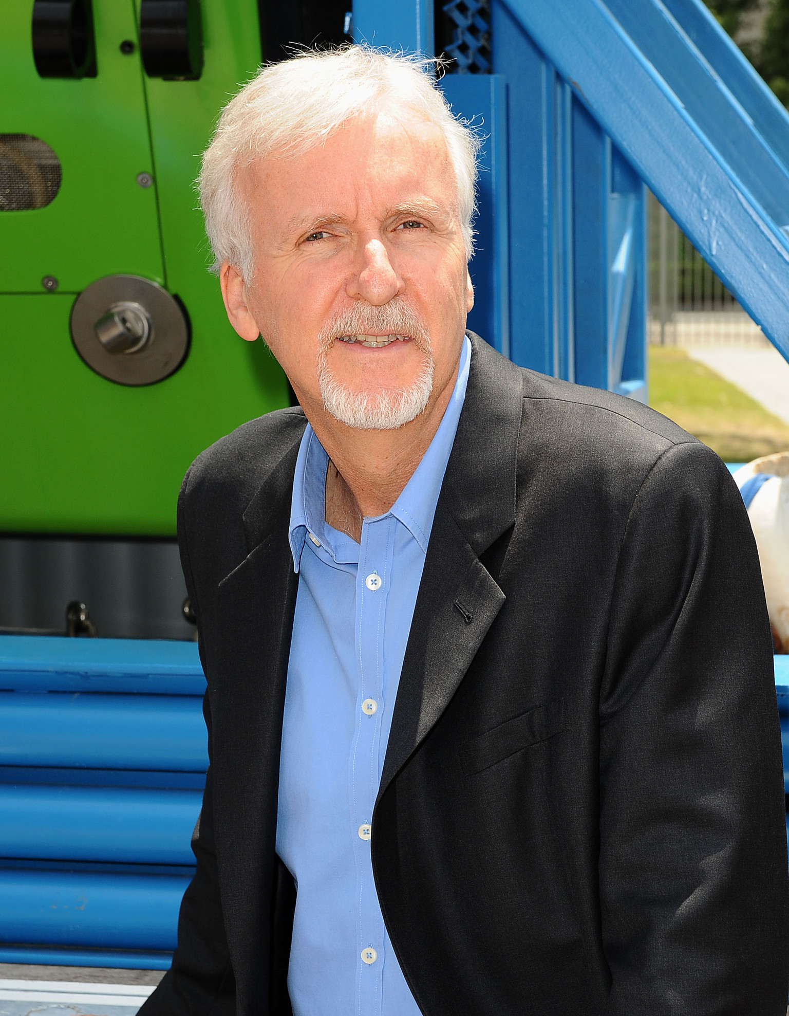james cameron James cameron is a busy man at the moment, with the filmmaker currently in the middle of his ambition plan to shoot four sequels to 2009's sci-fi blockbuster avatar.