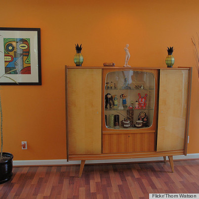 A Vintage Tv Set Becomes A Display Case With This Diy Idea