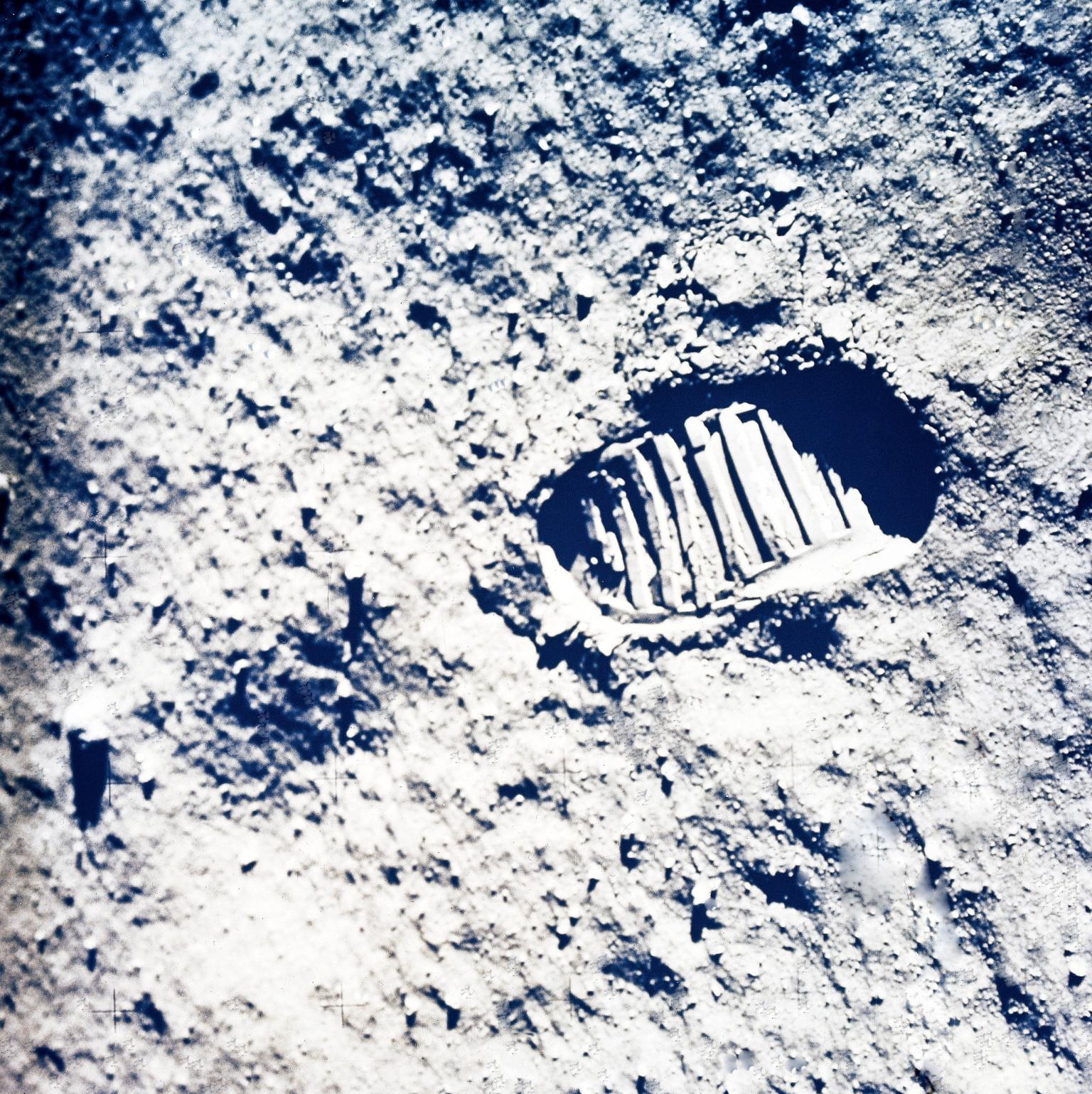 hoax moon landing footprint - photo #12