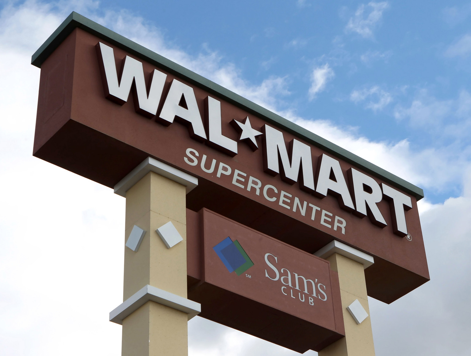 What Walmart Isn't Saying About How It Pays Its Workers