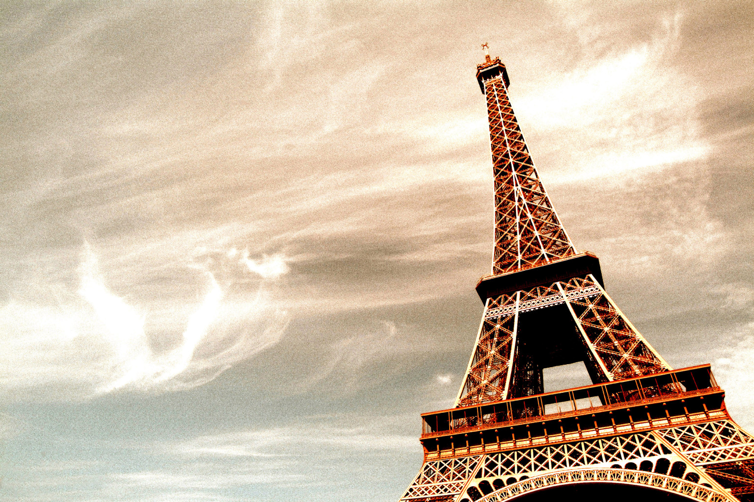 12 Not Terrible Places To Eat Near The Eiffel Tower