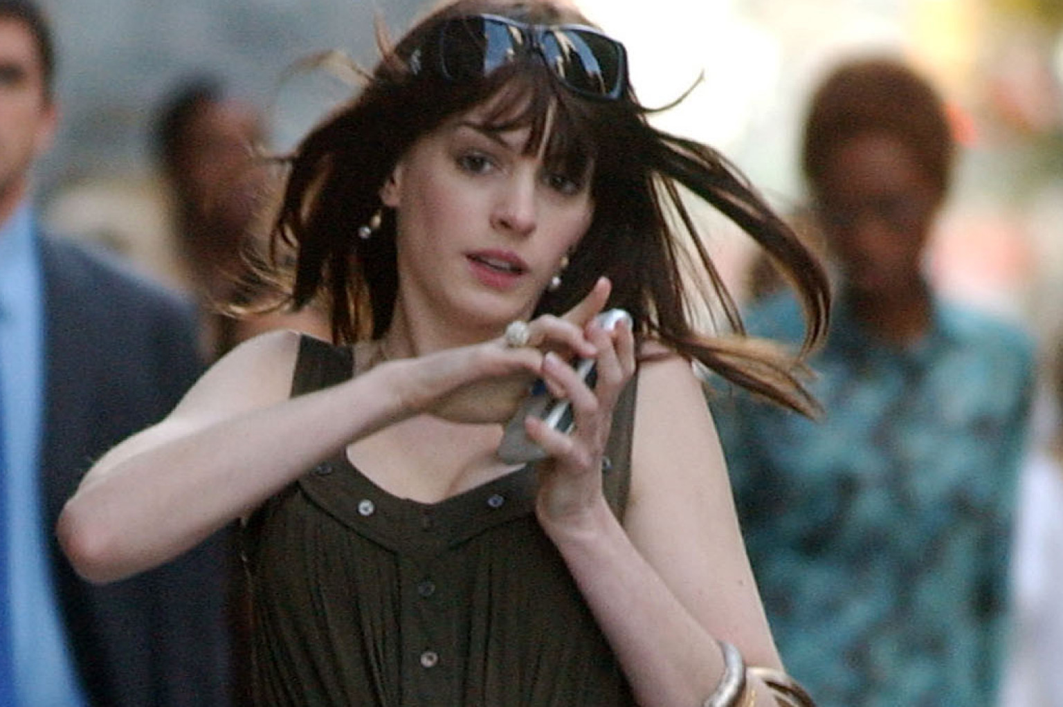 What Anne Hathaway Can Learn About Fashion From Anne ... Anne Hathaway Facebook
