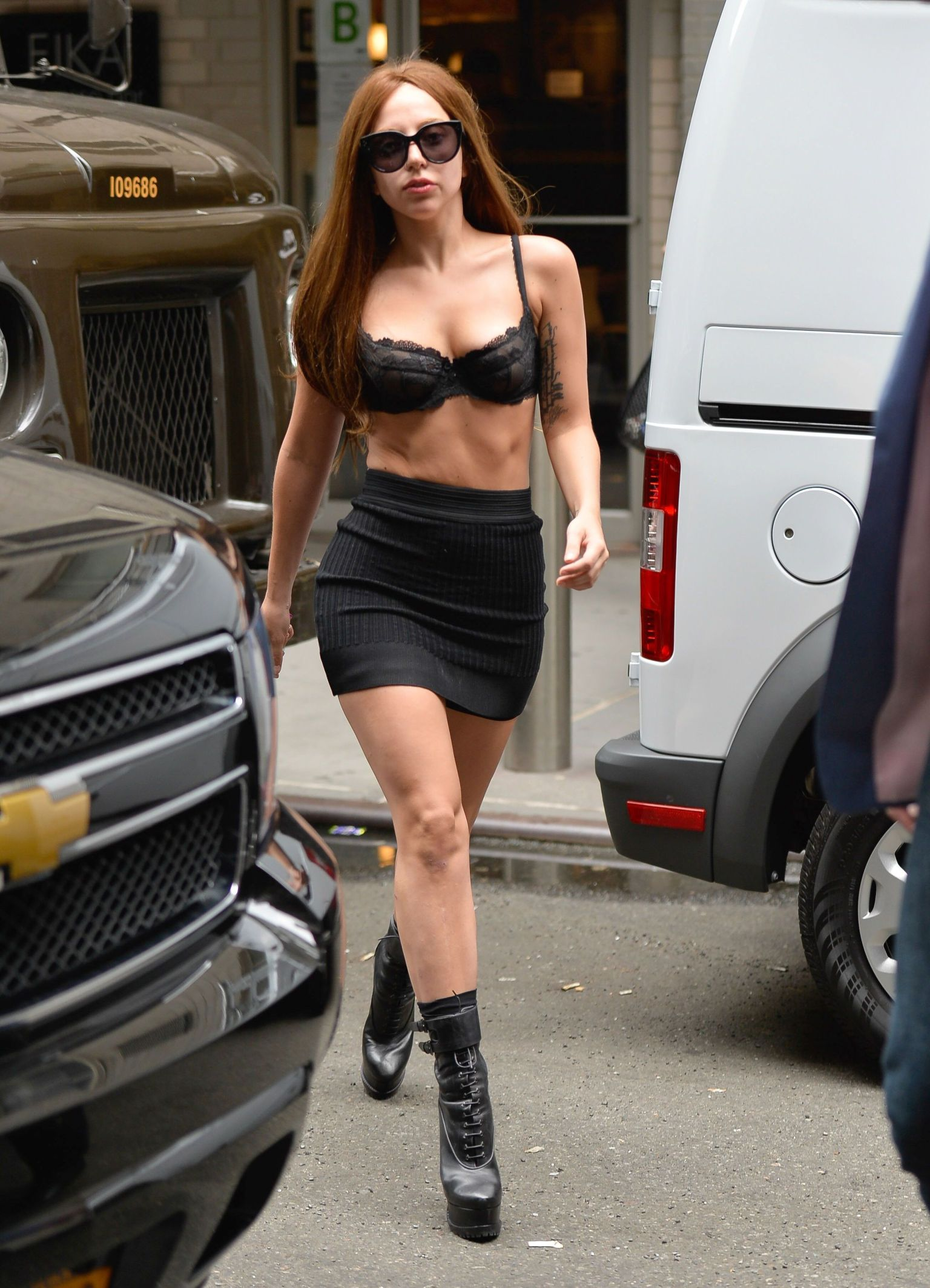 o-LADY-GAGA-BRA-NEW-YORK-facebook.jpg
