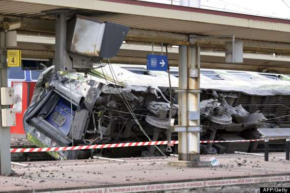 train derailment paris