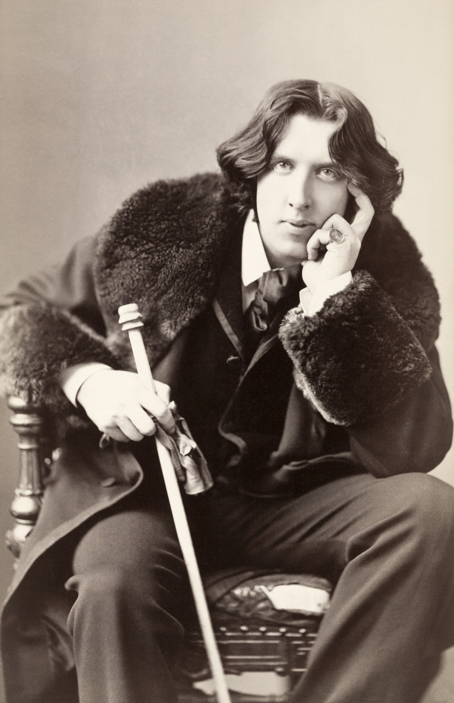 oscar wilde s aestheticism Information, in the context of his aesthetic beliefs, and within the cultural  oscar  wildes attachment to music is a subject that critics past and present have found.