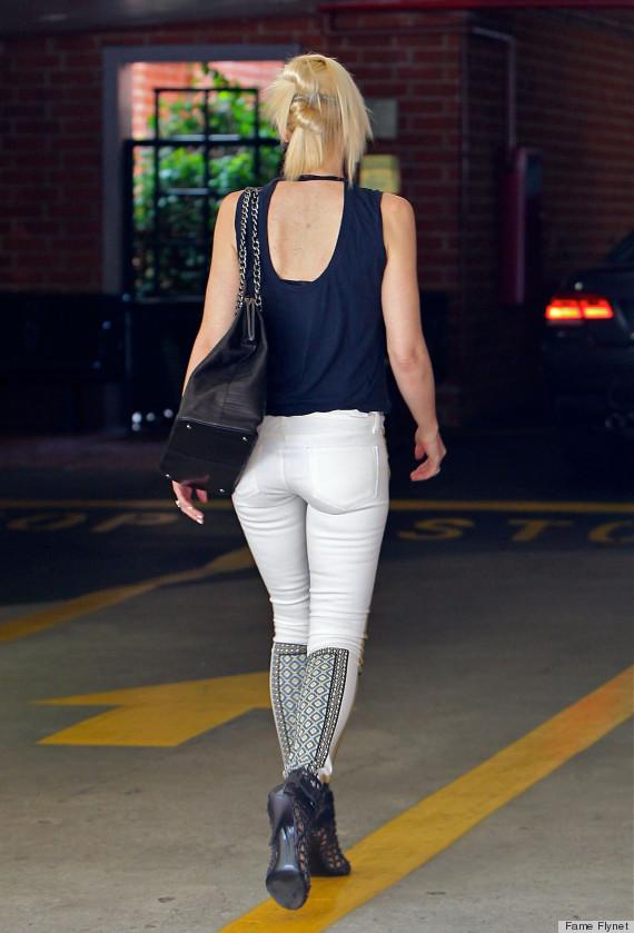 Skinny white milf in tight jeans