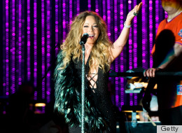 PICS: Mariah Dresses Up Arm Injury Onstage