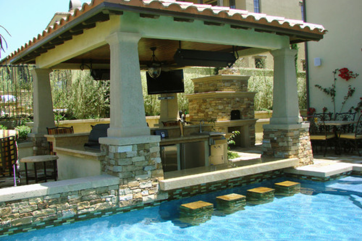 10 swim up bars that if you had you 39 d never want to for Pool exterior design