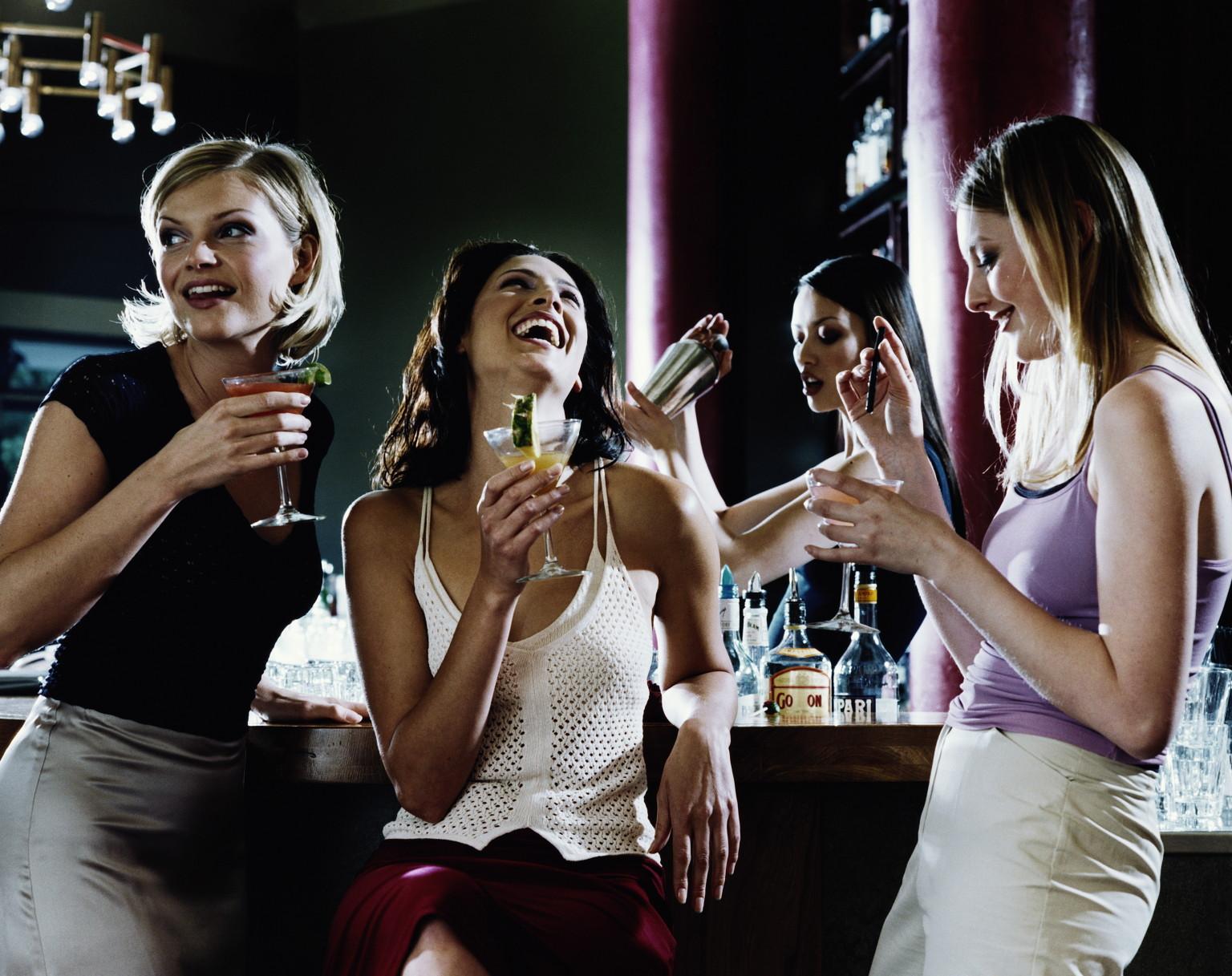 Смешные картинки две подруги пьют