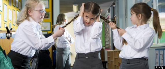 SCHOOLGIRLS FIGHTING