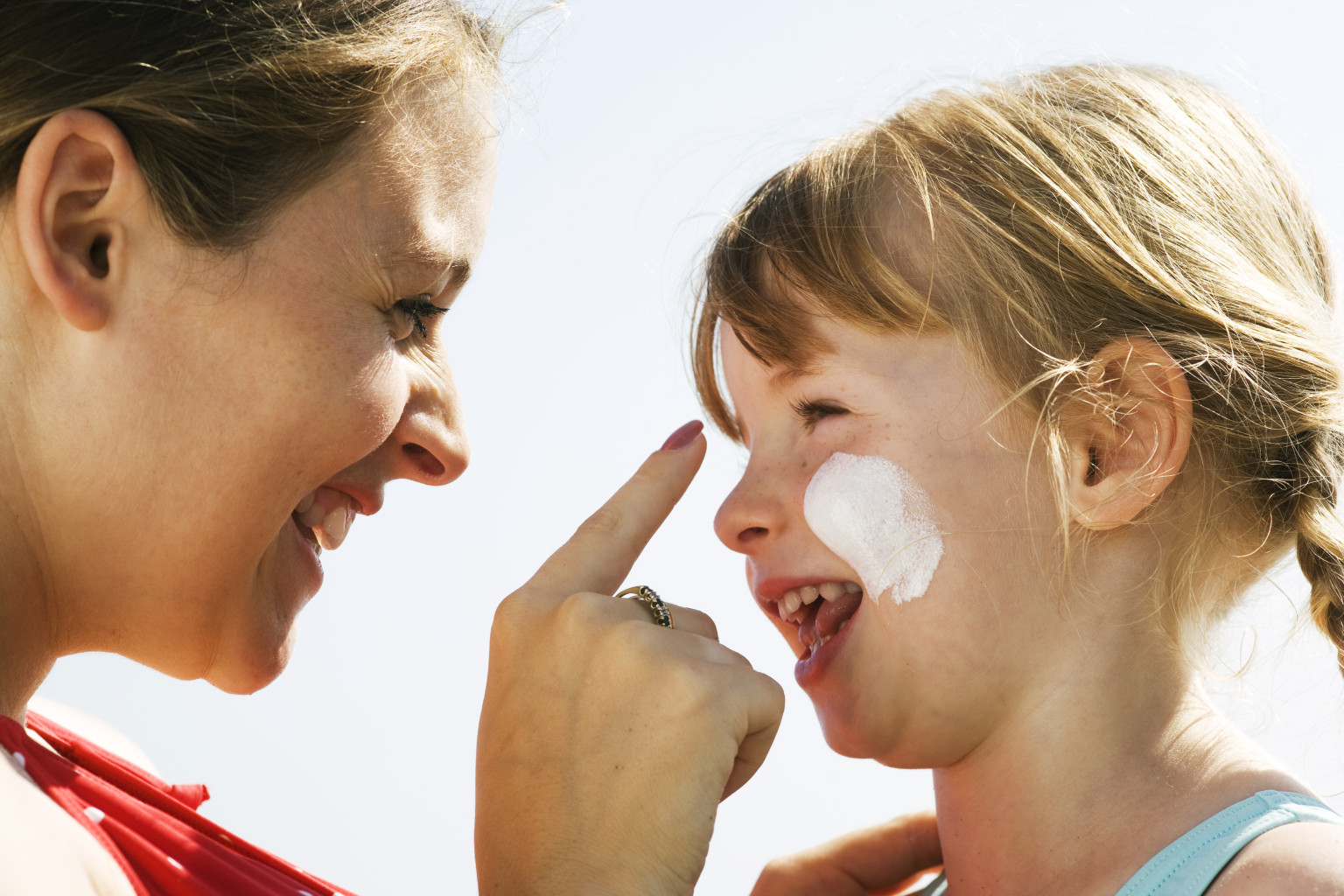 effect of sun protection on children By teaching kids how to enjoy fun in the sun safely, parents can reduce their risk  for  cataracts (clouding of the eye lens), and effects on the immune system   but both dark- and light-skinned kids need protection from uv rays because any .