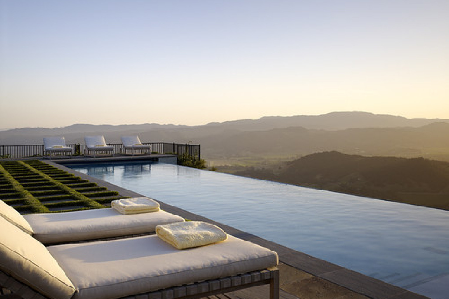 10 infinity pools that will make you want to swim forever photos huffpost - Infinity edge swimming pool ...
