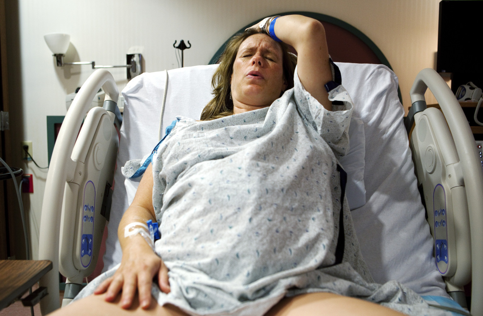 giving birth Videos of mothers giving birth to babies pregnancy is a very special time in a persons life educating yourselves to be good consumers, knowing your options, and how.