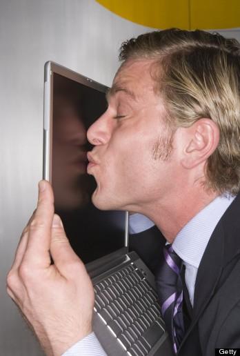 [Image: h-MAN-KISSING-COMPUTER-348x516.jpg]