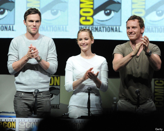 jennifer lawrence nicholas hoult reunite at comiccon