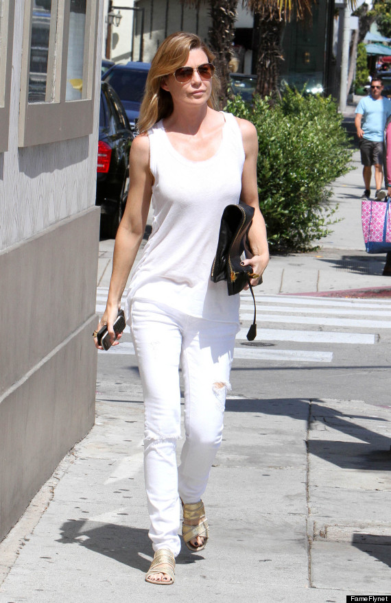 ellen pompeo 39 s figure on full display in all white outfit. Black Bedroom Furniture Sets. Home Design Ideas
