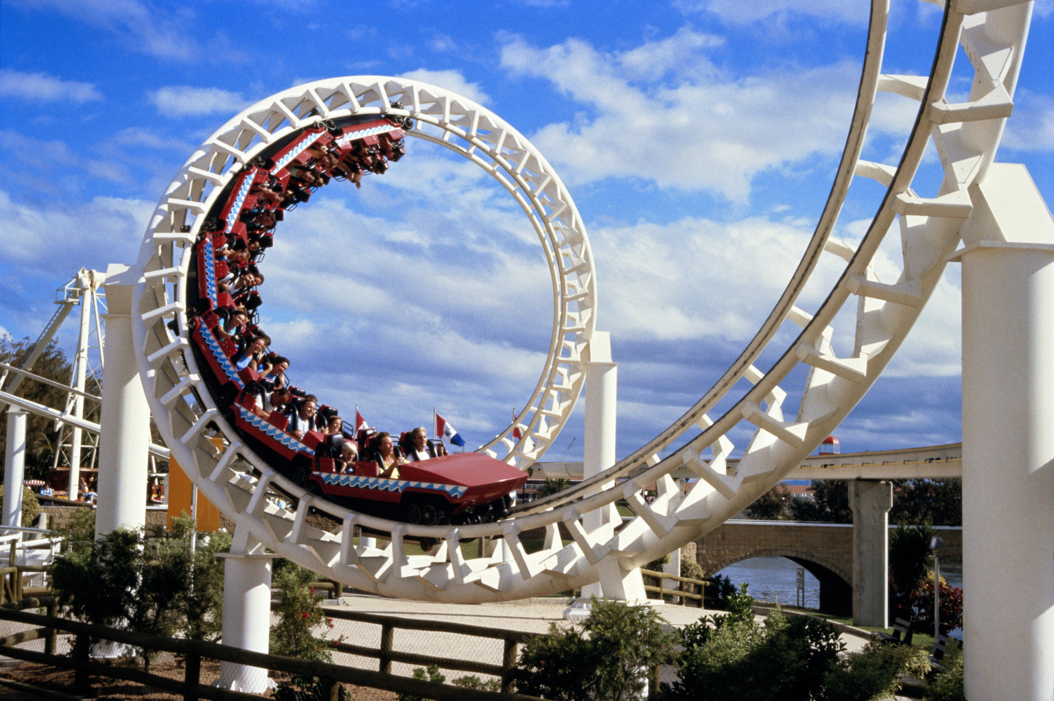 roller coasters Up & down roller coaster it may not feature any loop-de-loops or terrifying hairpin turns, but preschoolers will likely find this 10-foot-long roller coaster every bit as thrilling as grownups find the amusement park version.