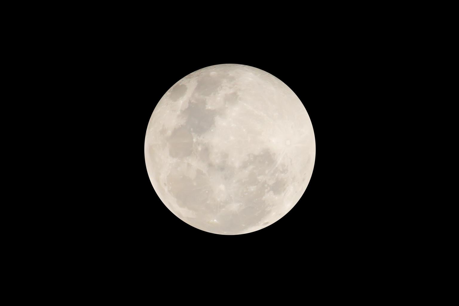 pourquoi on dort pas quand il y a la pleine lune