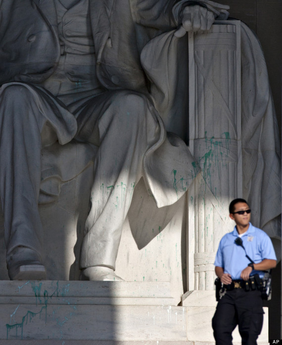 Lincoln Memorial Vandalized Monument Closed While Statue