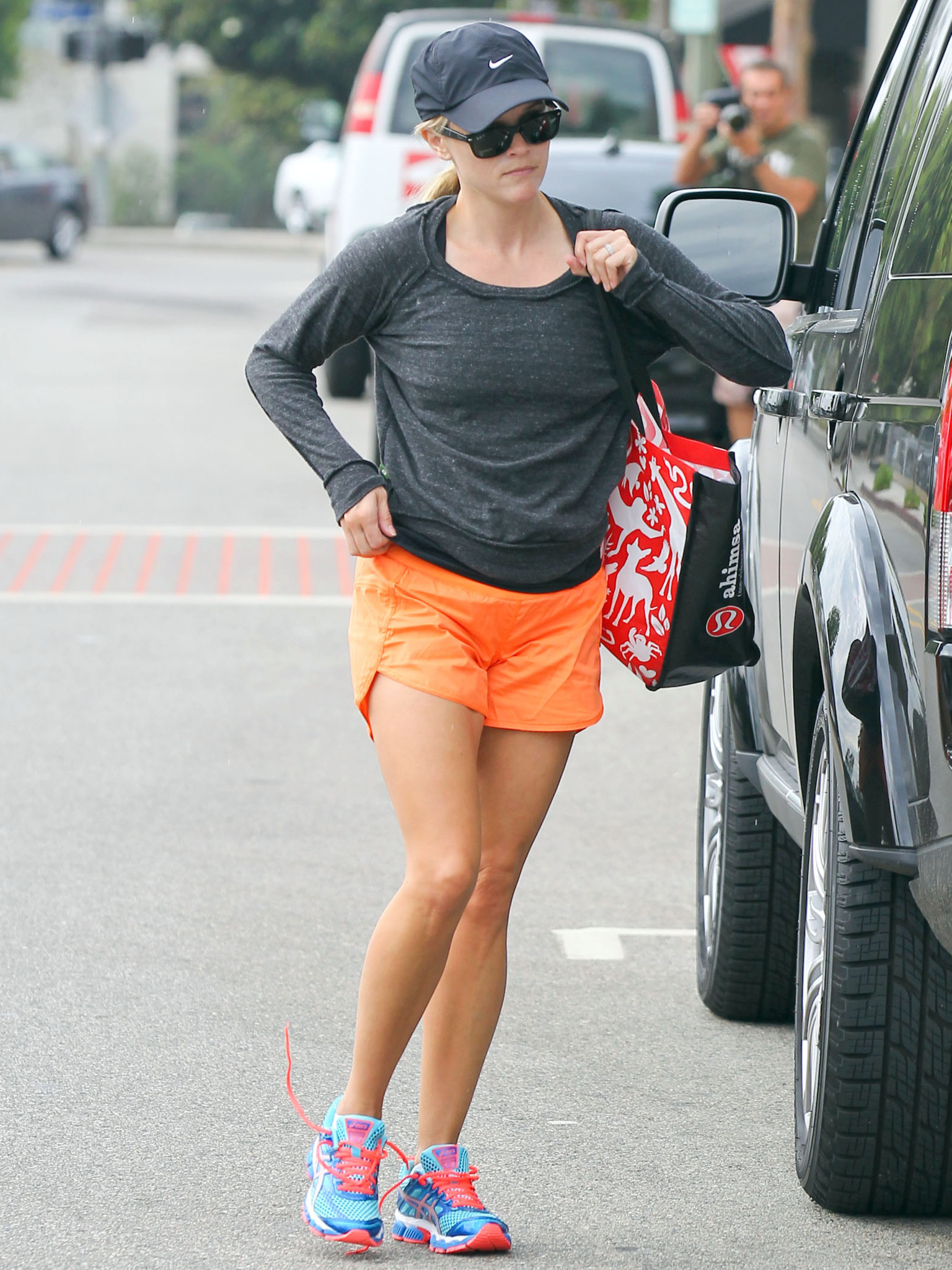 Reese Witherspoon S Slender Legs Are On Full Display In