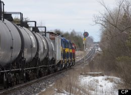 Train Hauling Tanker Cars Derails