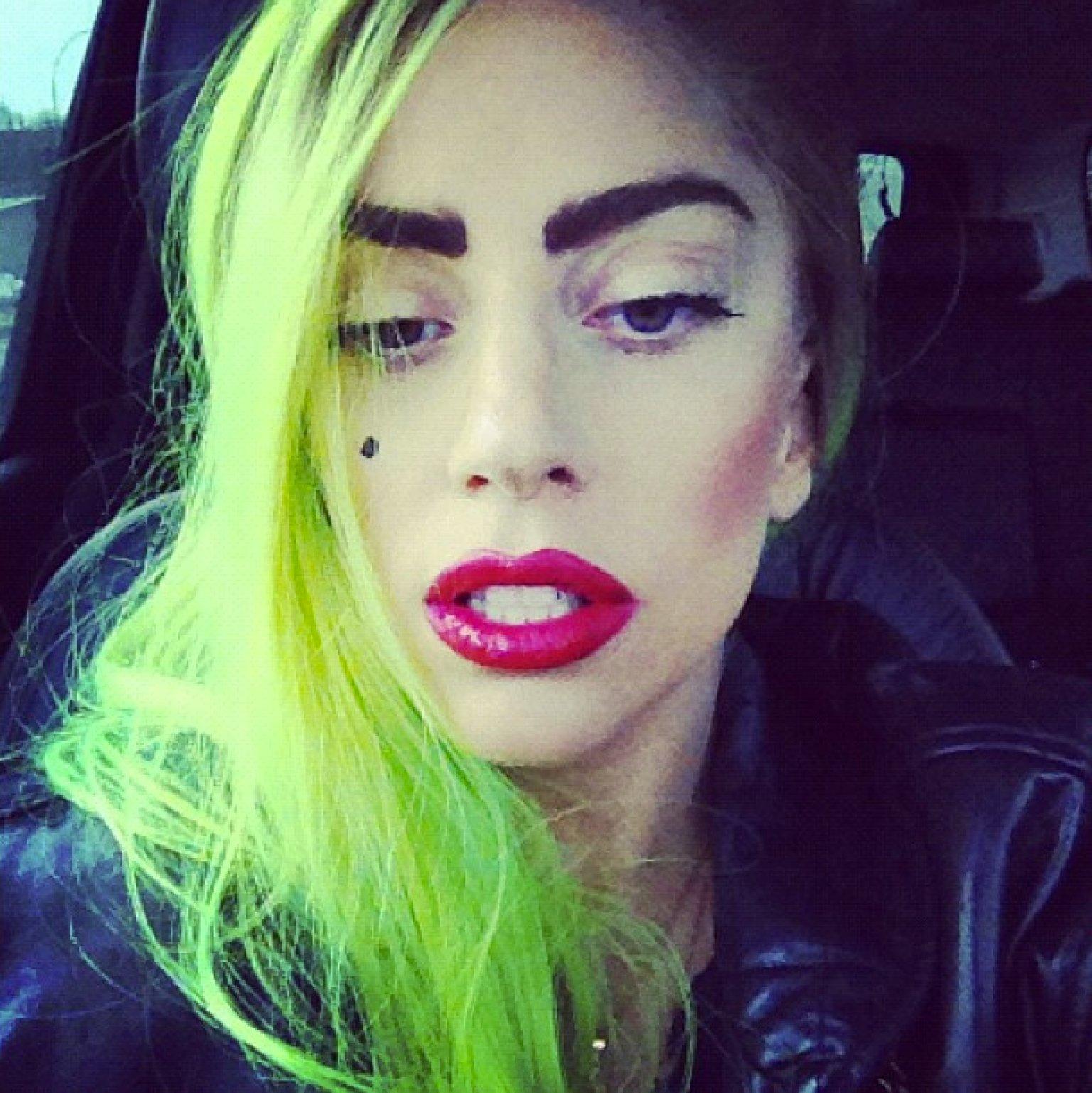 Lady Gaga: Lady Gaga Flaunts Fresh Face, Brunette Hair And Nose Ring
