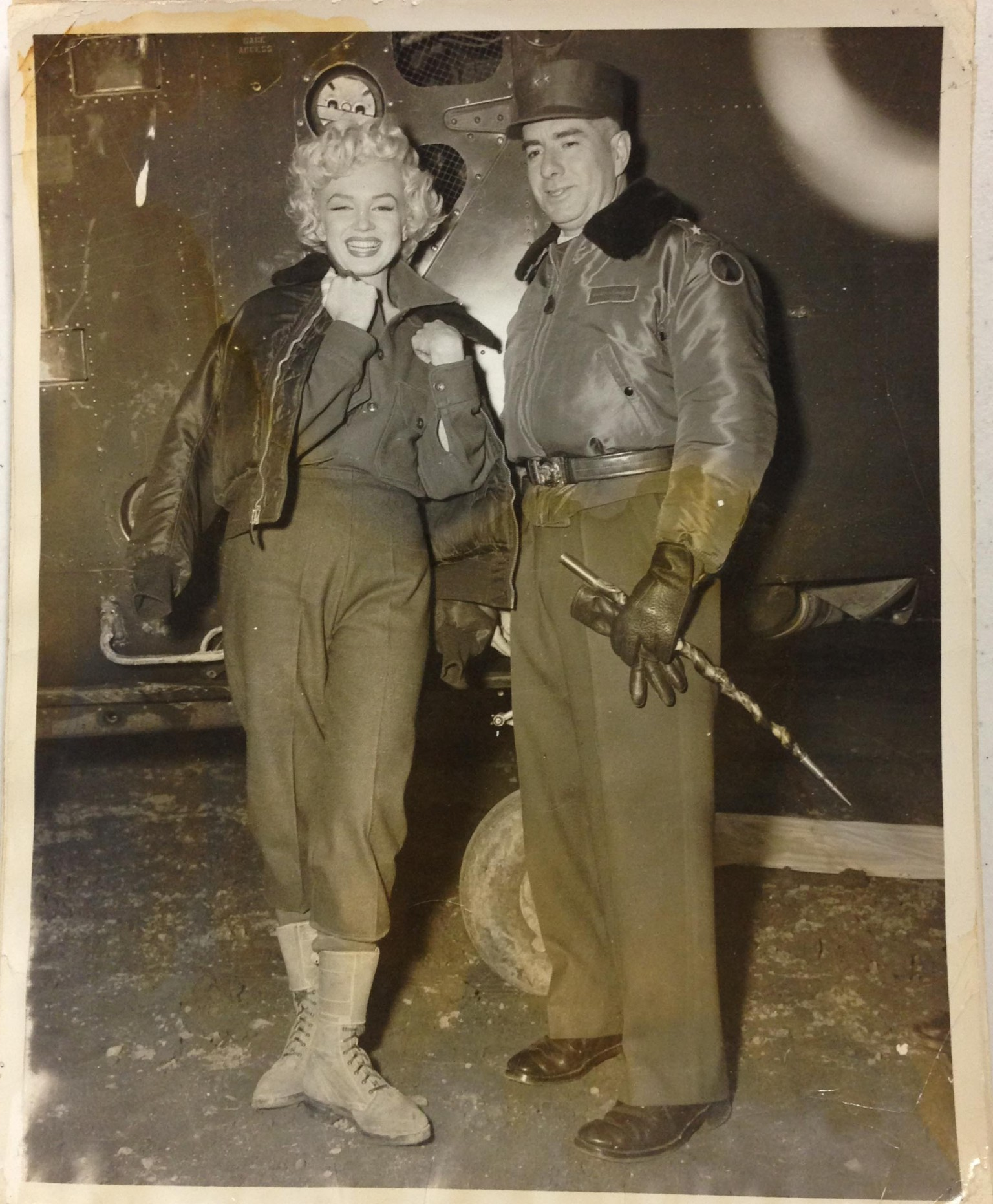marilyn monroe korea death before never seen after she years troops pics was 1954 factory working her huffpost