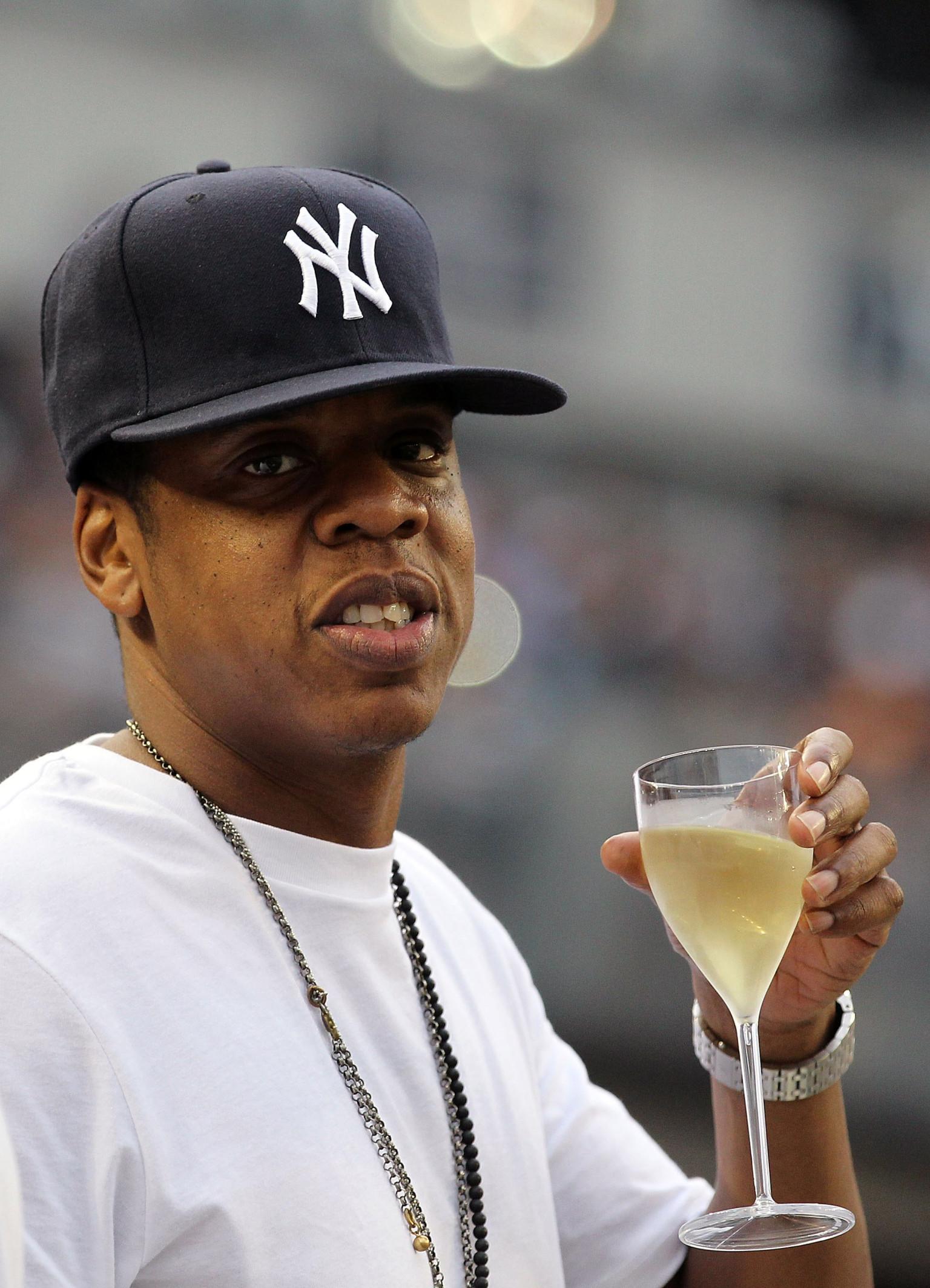 celebrities  la figures flock  dodger stadium  team hits streak  huffpost