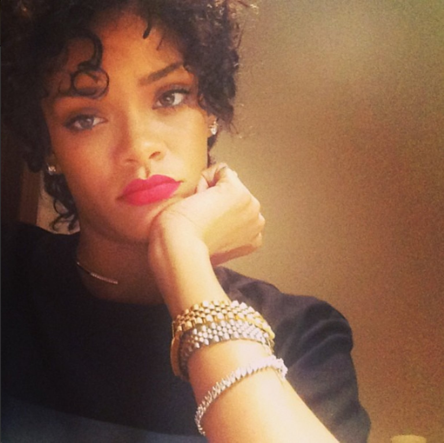 Rihanna Debuts Short Hair