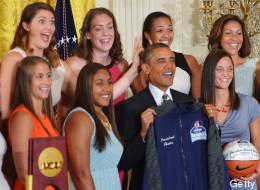 Le ponen 'cuernitos' a Obama (FOTO)